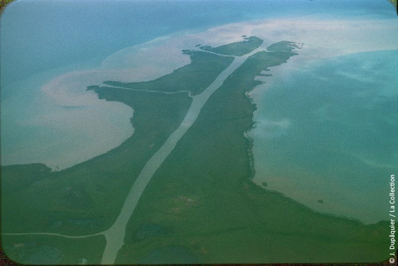 Photographie (résolution écran) : Fonds photographique Jacques Dupâquier — Voyage en URSS en 1956 — Ouzbekistan : «Voyage en  vers Tachkent-Delta du fleuve Syr Daria dans la mer d'Aral»
