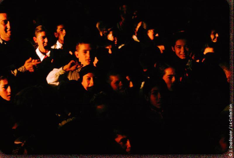 Photographie (résolution écran) : Fonds photographique Jacques Dupâquier — Voyage en URSS en 1956 — Ouzbekistan : «Tachkent-Jeunes ouzbeks»