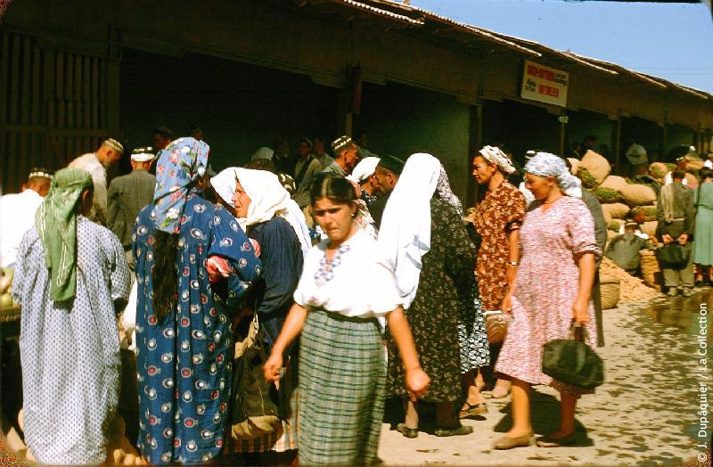 Photographie (résolution écran) : Fonds photographique Jacques Dupâquier — Voyage en URSS en 1956 — Ouzbekistan : «Tachkent-Au marché kolkhozien»
