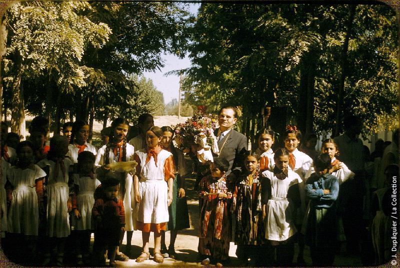 Photographie (résolution écran) : Fonds photographique Jacques Dupâquier — Voyage en URSS en 1956 — Ouzbekistan : «A l'école du kolkhoze Staline près de Tachkent»