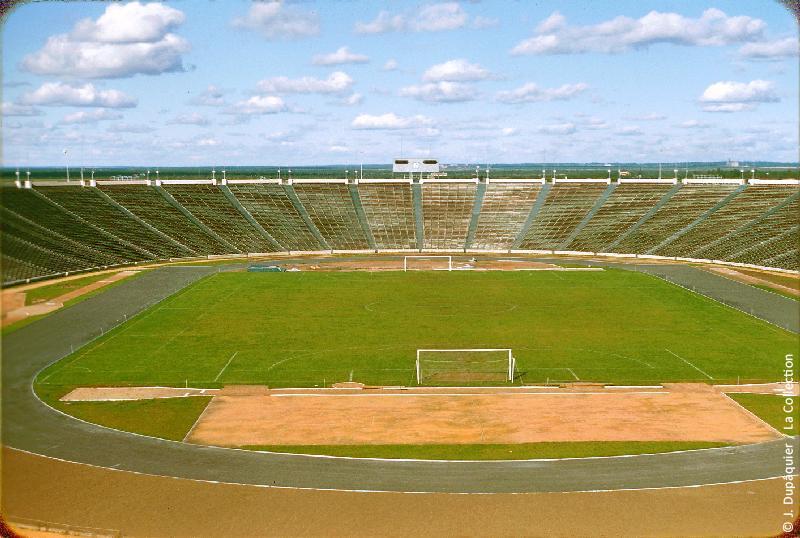 Photographie (résolution écran) : Fonds photographique Jacques Dupâquier — Voyage en URSS en 1956 — Leningrad : «Leningrad-Le stade»