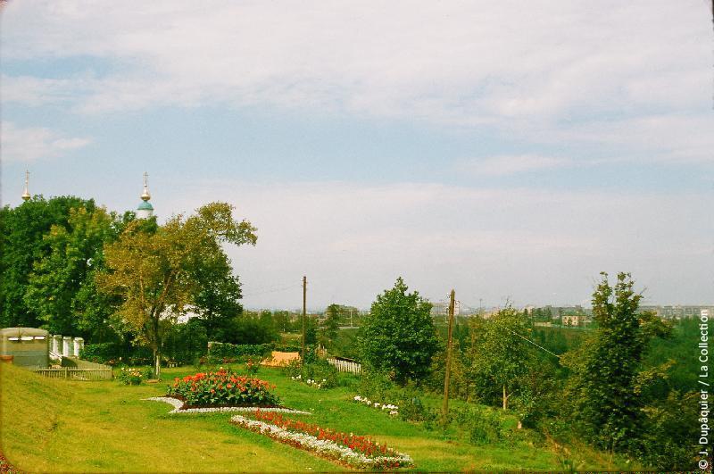Photographie (résolution écran) : Fonds photographique Jacques Dupâquier — Voyage en URSS en 1956 — Moscou : «Moscou-Jardins des Monts Lénine»