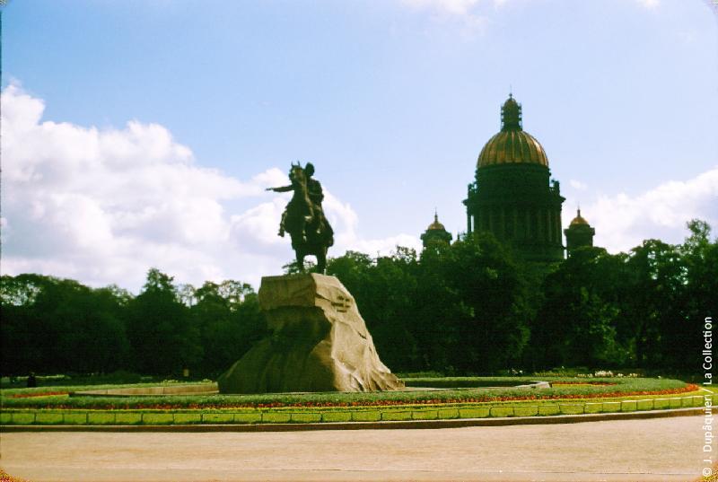 Photographie (résolution écran) : Fonds photographique Jacques Dupâquier — Voyage en URSS en 1956 — Leningrad : «Leningrad-Cathédrale Saint-Isaac et statue de Pierre le Grand»