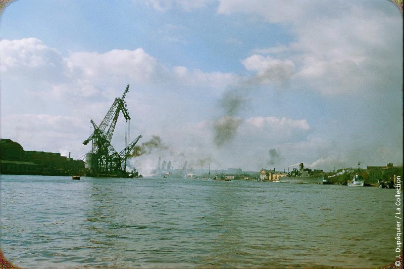 Photographie (résolution écran) : Fonds photographique Jacques Dupâquier — Voyage en URSS en 1956 — Leningrad : «Leningrad-Le port»