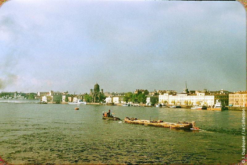 Photographie (résolution écran) : Fonds photographique Jacques Dupâquier — Voyage en URSS en 1956 — Leningrad : «Leningrad-Le port-Vue prise de la rive gauche»
