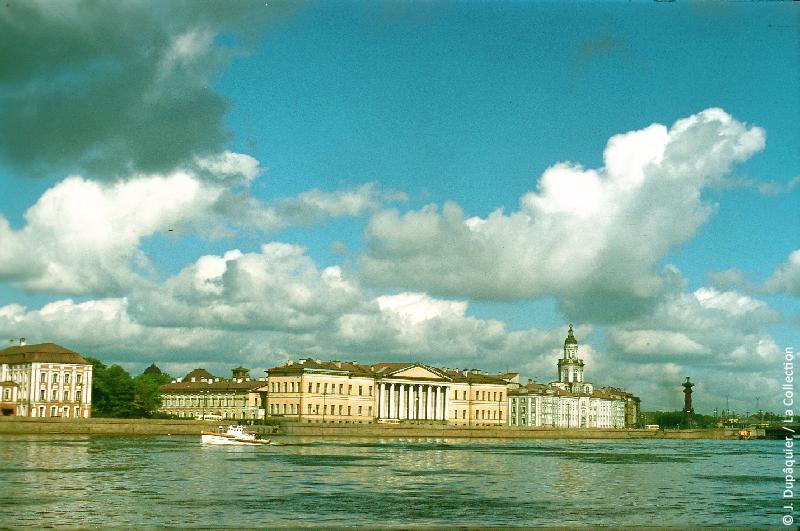 Photographie (résolution écran) : Fonds photographique Jacques Dupâquier — Voyage en URSS en 1956 — Leningrad : «Leningrad-L'Université»