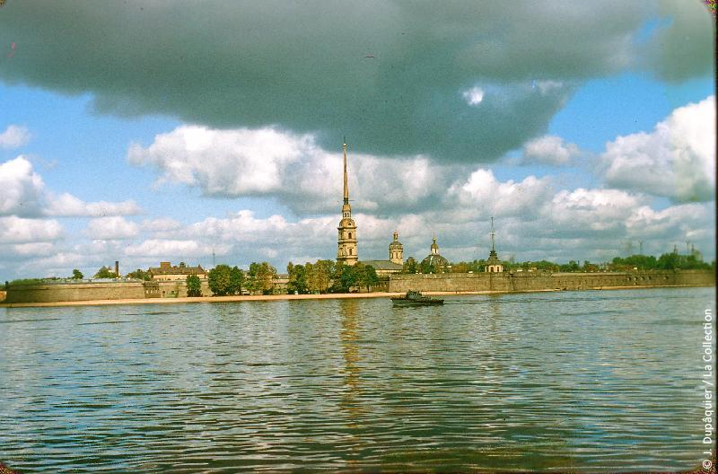 Photographie (résolution écran) : Fonds photographique Jacques Dupâquier — Voyage en URSS en 1956 — Leningrad : «Leningrad-La Forteresse Pierre et Paul»