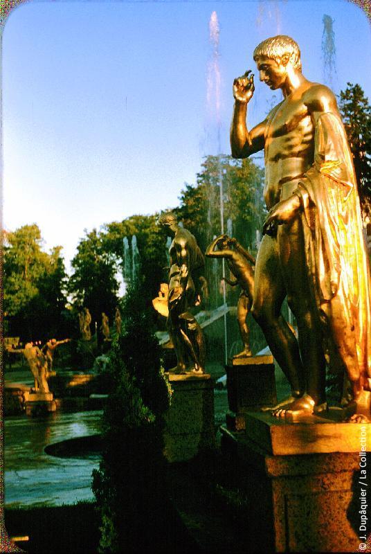 Photographie (résolution écran) : Fonds photographique Jacques Dupâquier — Voyage en URSS en 1956 — Leningrad : «Petrodvorets (Peterhof)»