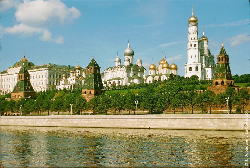 Photographie (résolution écran) : Fonds photographique Jacques Dupâquier — Voyage en URSS en 1956 — Moscou : «Moscou-Le Kremlin vu de la Moskova»
