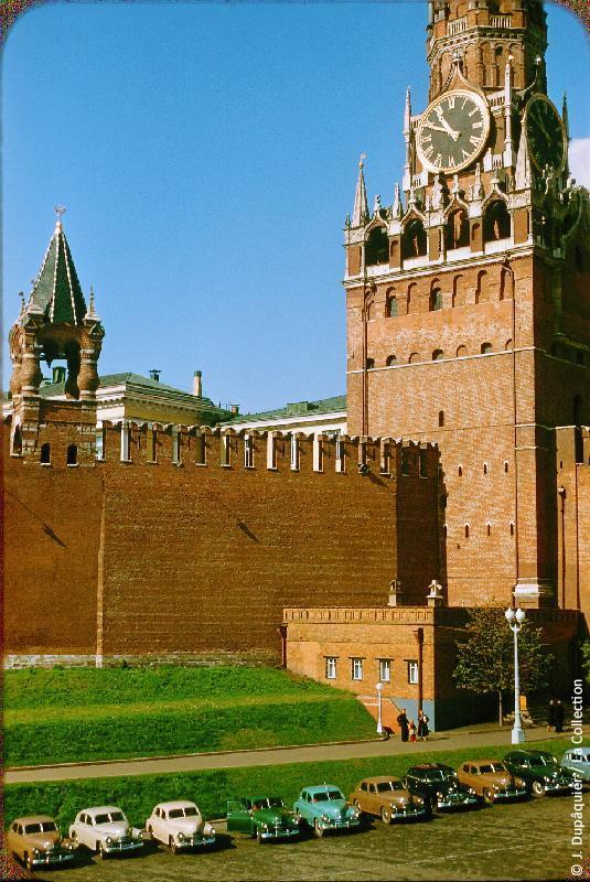 Photographie (résolution écran) : Fonds photographique Jacques Dupâquier — Voyage en URSS en 1956 — Moscou : «Moscou-Autour du Kremlin (vue prise depuis la Cathédrale Saint-Basile-le-Bienheureux)»