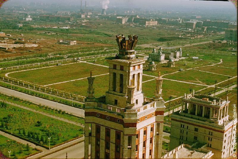 Photographie (résolution écran) : Fonds photographique Jacques Dupâquier — Voyage en URSS en 1956 — Moscou : «Moscou-Vue vers le nord est du haut de l'Université»
