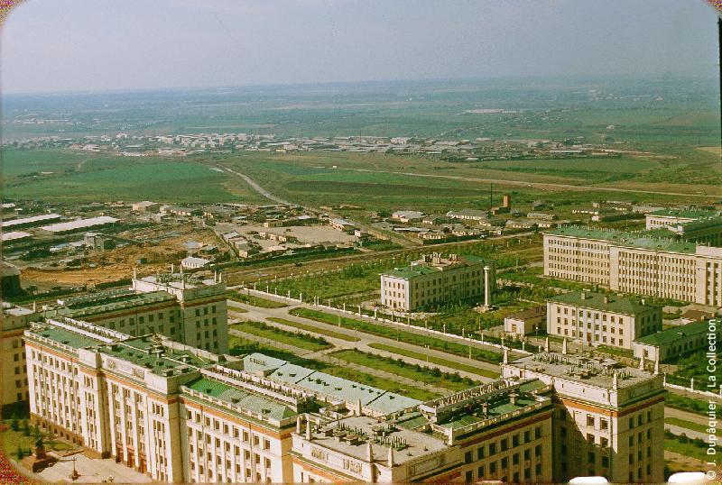 Photographie (résolution écran) : Fonds photographique Jacques Dupâquier — Voyage en URSS en 1956 — Moscou : «Moscou-Vue vers le sud ouest du haut de l'Université»