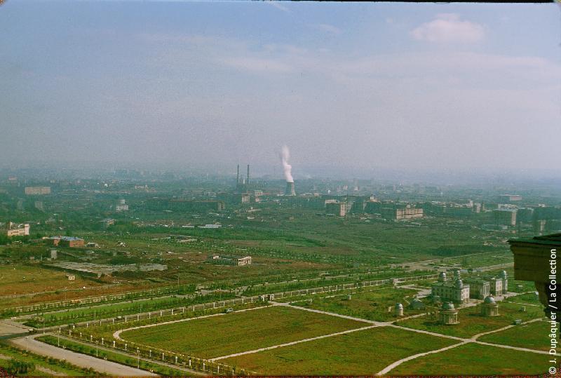 Photographie (résolution écran) : Fonds photographique Jacques Dupâquier — Voyage en URSS en 1956 — Moscou : «Moscou-Centrale électrique, quartiers neufs et observatoire de l'Université»