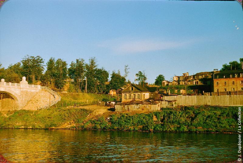 Photographie (résolution écran) : Fonds photographique Jacques Dupâquier — Voyage en URSS en 1956 — Moscou : «Moscou-La Moskova au pied des Monts Lénine»