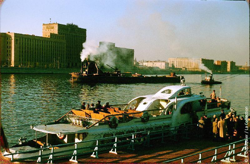 Photographie (résolution écran) : Fonds photographique Jacques Dupâquier — Voyage en URSS en 1956 — Moscou : «Moscou-Parc Gorki-Embarcadère»