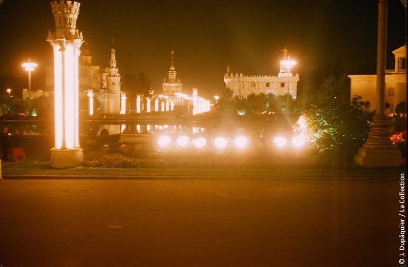 Photographie (résolution écran) : Fonds photographique Jacques Dupâquier — Voyage en URSS en 1956 — Moscou : «Moscou-Exposition agricole de l'Union (VSKhV) (future VDNKh, actuel Centre panrusse des expositions)»