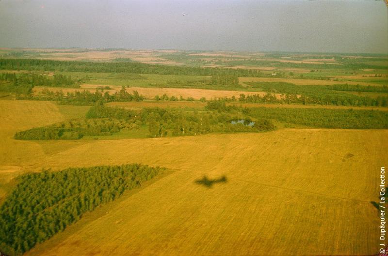 Photographie (résolution écran) : Fonds photographique Jacques Dupâquier — Voyage en URSS en 1956 — Moscou : «Lituanie-Atterrissage à Vilnius»