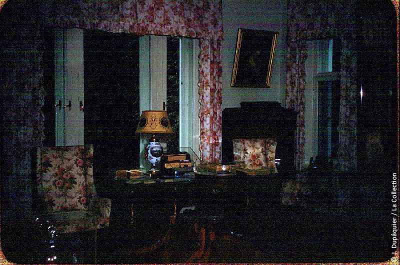Photographie (résolution écran) : Fonds photographique Jacques Dupâquier — Voyage en URSS en 1956 — Moscou : «Iasnaïa Poliana-Maison de Tolstoï-Intérieur»