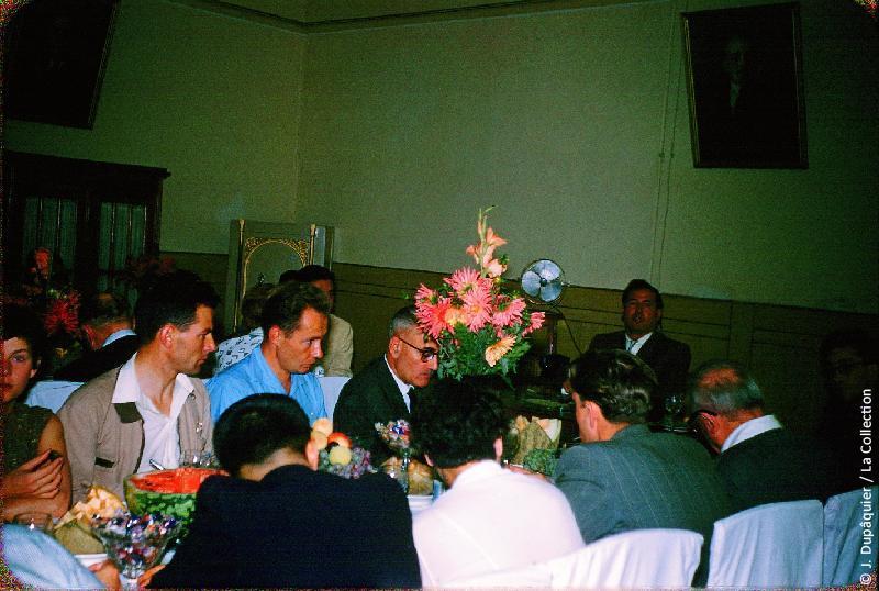 Photographie (résolution écran) : Fonds photographique Jacques Dupâquier — Voyage en URSS en 1956 — Moscou : «Réception de la délégation France-URSS»