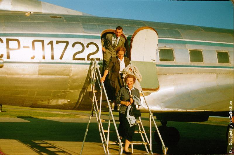Photographie (résolution écran) : Fonds photographique Jacques Dupâquier — Voyage en URSS en 1956 — Moscou : «Lituanie-A l'aéroport de Vilnius»