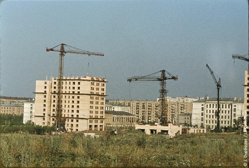 Photographie (résolution écran) : Fonds photographique Jacques Dupâquier — Voyage en URSS en 1964 — Moscou : «Moscou-Quartiers en construction»