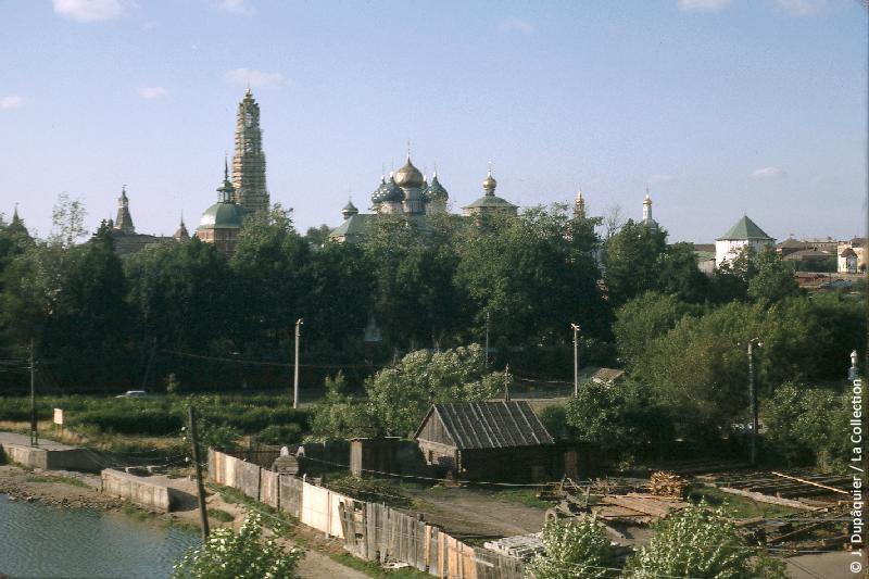 Photographie (résolution écran) : Fonds photographique Jacques Dupâquier — Voyage en URSS en 1964 — Moscou : «Zagorsk (actuelle Serguïev Possad)»