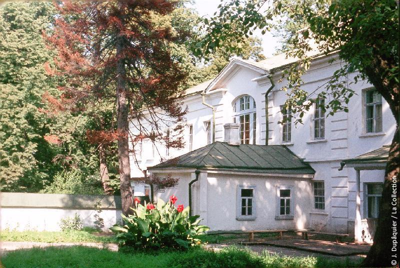 Photographie (résolution écran) : Fonds photographique Jacques Dupâquier — Voyage en URSS en 1964 — De Moscou au Caucase : «Iasnaïa Poliana-Maison de Tolstoï»