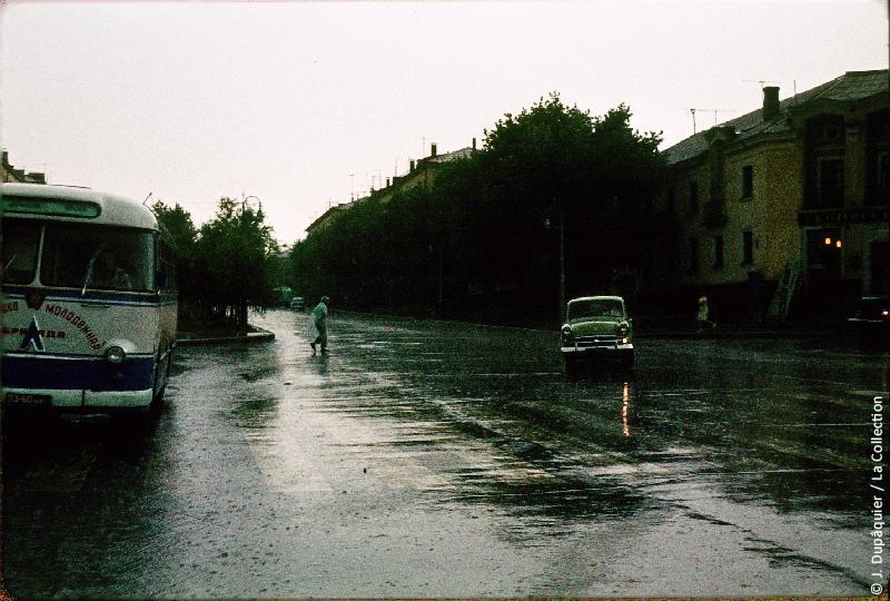 Photographie (résolution écran) : Fonds photographique Jacques Dupâquier — Voyage en URSS en 1964 — De Moscou au Caucase : «Orage à Belgorod»