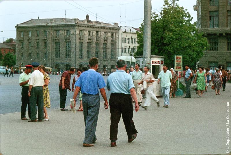 Photographie (résolution écran) : Fonds photographique Jacques Dupâquier — Voyage en URSS en 1964 — De Moscou au Caucase : «A Kharkov»