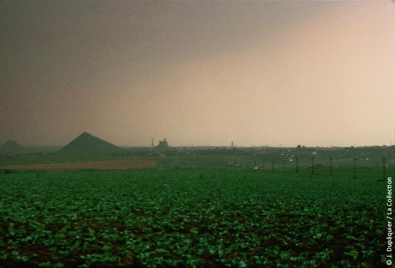 Photographie (résolution écran) : Fonds photographique Jacques Dupâquier — Voyage en URSS en 1964 — De Moscou au Caucase : «Orage sur le bassin du Donets»