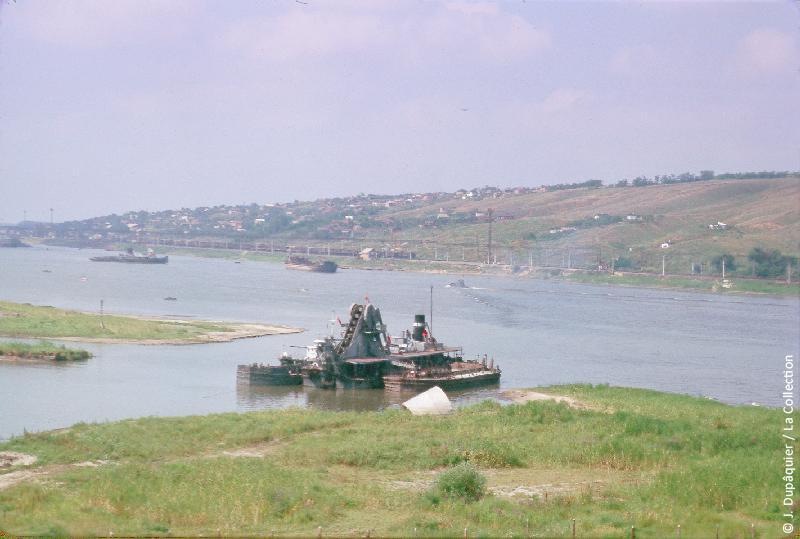 Photographie (résolution écran) : Fonds photographique Jacques Dupâquier — Voyage en URSS en 1964 — De Moscou au Caucase : «Le Don en amont de Rostov»