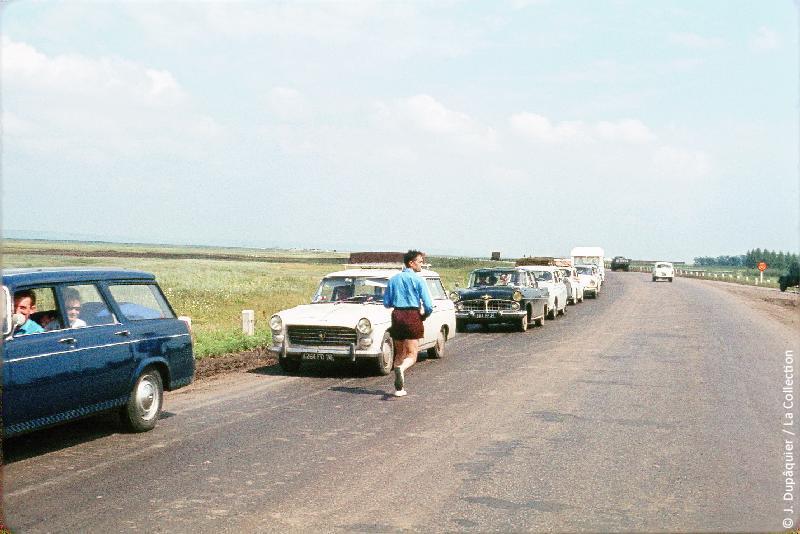 Photographie (résolution écran) : Fonds photographique Jacques Dupâquier — Voyage en URSS en 1964 — De Moscou au Caucase : «Les Français sur la route de Krasnodar»