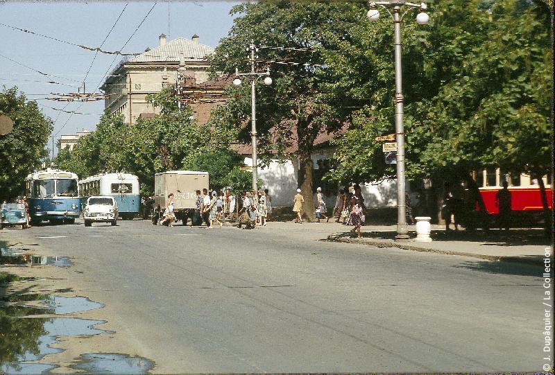Photographie (résolution écran) : Fonds photographique Jacques Dupâquier — Voyage en URSS en 1964 — De Moscou au Caucase : «Krasnodar»