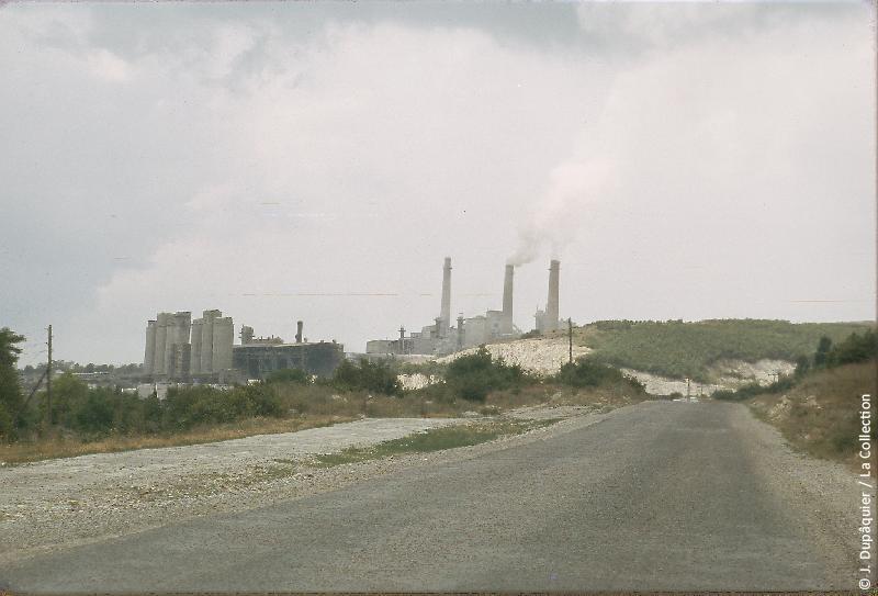 Photographie (résolution écran) : Fonds photographique Jacques Dupâquier — Voyage en URSS en 1964 — Caucase et Georgie : «Cimenterie à Anapa »