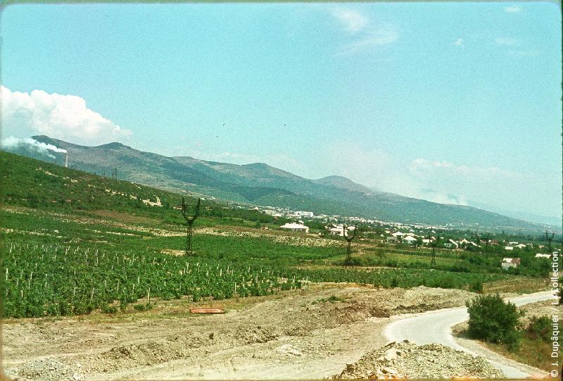 Photographie (résolution écran) : Fonds photographique Jacques Dupâquier — Voyage en URSS en 1964 — Caucase et Georgie : «Région de Novorossiisk»