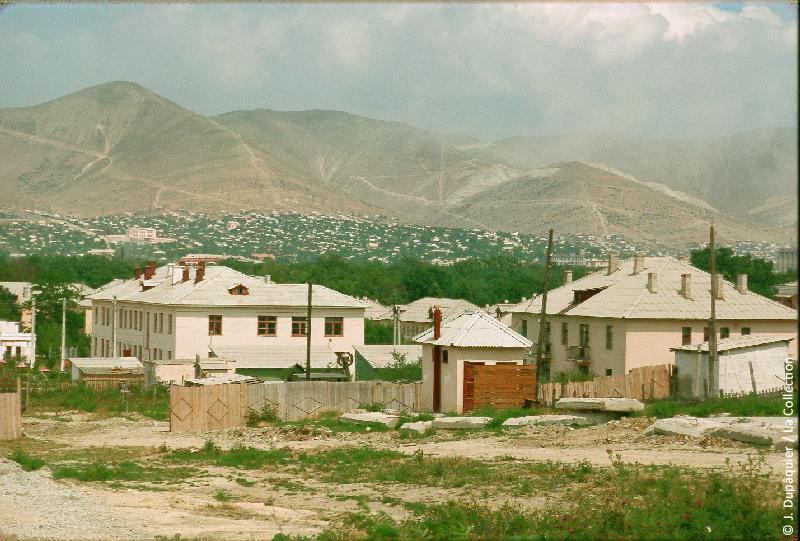 Photographie (résolution écran) : Fonds photographique Jacques Dupâquier — Voyage en URSS en 1964 — Caucase et Georgie : «La ville de Novorossiisk»