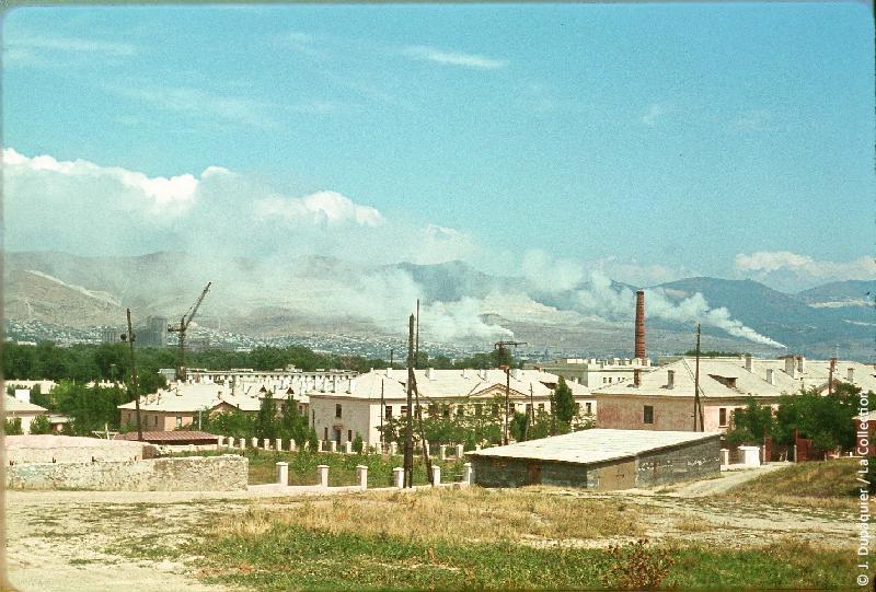Photographie (résolution écran) : Fonds photographique Jacques Dupâquier — Voyage en URSS en 1964 — Caucase et Georgie : «Novorossiisk-Base militaire et cimenteries»