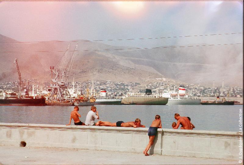Photographie (résolution écran) : Fonds photographique Jacques Dupâquier — Voyage en URSS en 1964 — Caucase et Georgie : «Port de Novorossiisk»