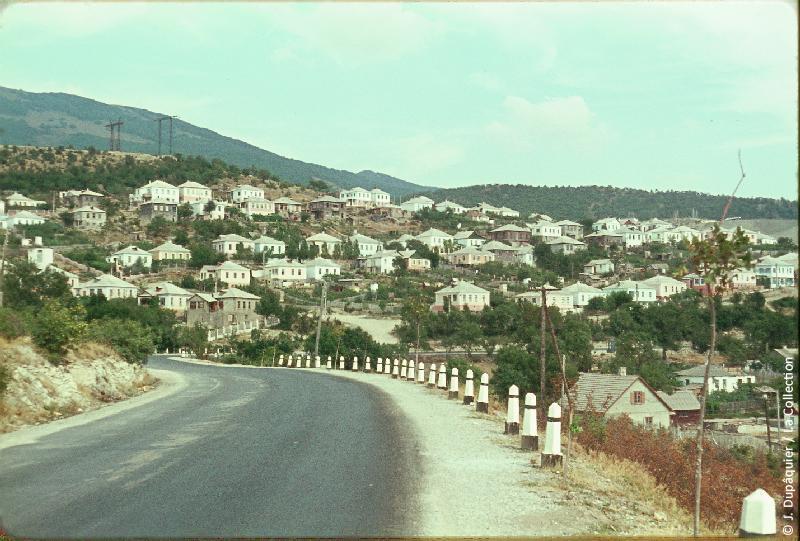 Photographie (résolution écran) : Fonds photographique Jacques Dupâquier — Voyage en URSS en 1964 — Caucase et Georgie : «Novorossiisk-Quartiers neufs»