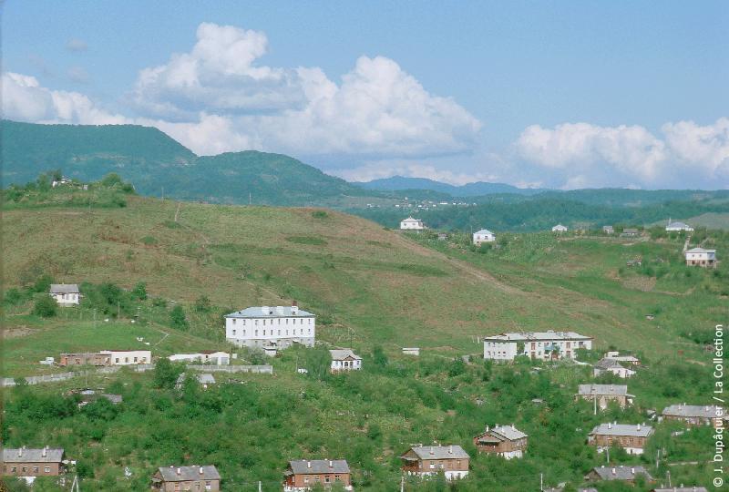 Photographie (résolution écran) : Fonds photographique Jacques Dupâquier — Voyage en URSS en 1964 — Caucase et Georgie : «Environs de Sotchi»