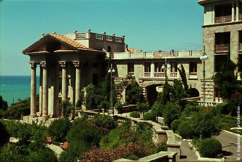 Photographie (résolution écran) : Fonds photographique Jacques Dupâquier — Voyage en URSS en 1964 — Caucase et Georgie : «Sotchi-Sanatorium Metallurg»