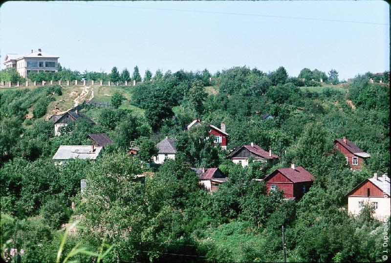Photographie (résolution écran) : Fonds photographique Jacques Dupâquier — Voyage en URSS en 1964 — Sur la route de Moscou-Minsk Smolensk Borodino : «Smolensk-Maisons»