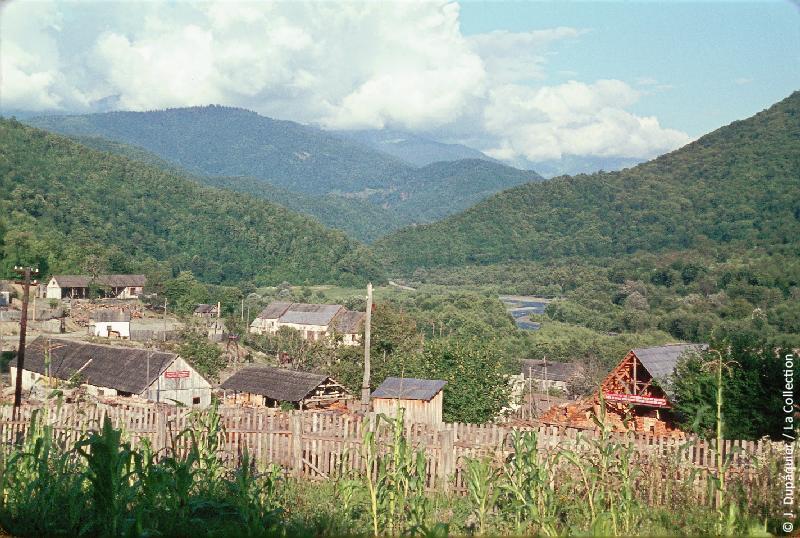 Photographie (résolution écran) : Fonds photographique Jacques Dupâquier — Voyage en URSS en 1964 — Caucase et Georgie : «Krasnaia Poliana»