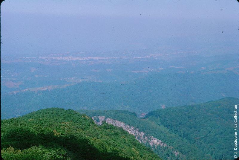 Photographie (résolution écran) : Fonds photographique Jacques Dupâquier — Voyage en URSS en 1964 — Caucase et Georgie : «Vue prise de la tour du mont Akhoun près d'Adler»