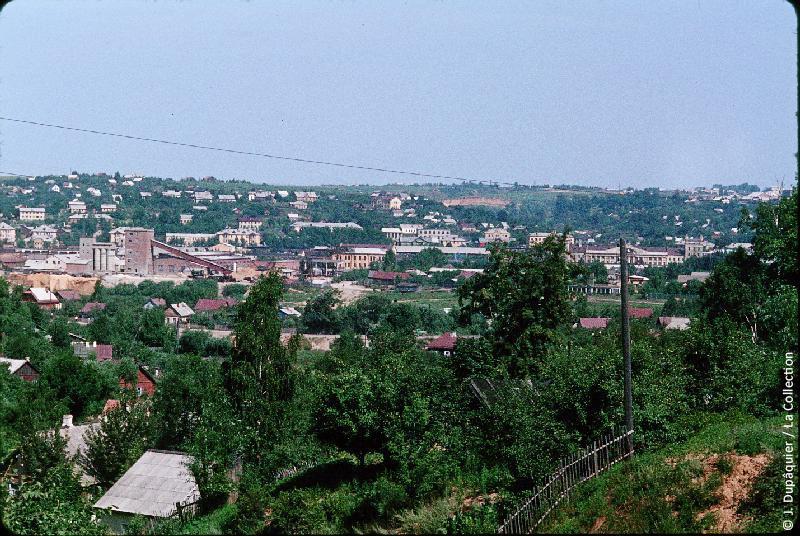Photographie (résolution écran) : Fonds photographique Jacques Dupâquier — Voyage en URSS en 1964 — Sur la route de Moscou-Minsk Smolensk Borodino : «Smolensk-Vue générale»
