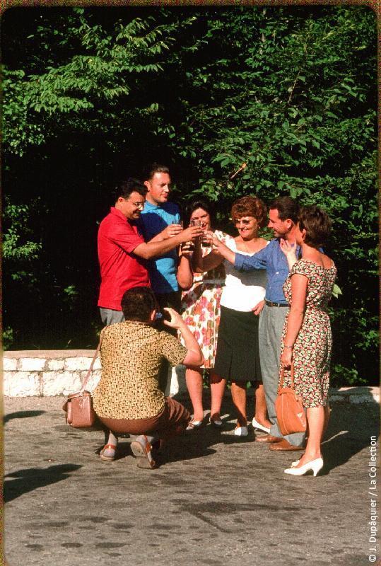Photographie (résolution écran) : Fonds photographique Jacques Dupâquier — Voyage en URSS en 1964 — Caucase et Georgie : «Au mont Akhoun près d'Adler»