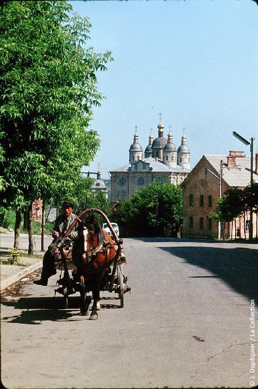 Photographie (résolution écran) : Fonds photographique Jacques Dupâquier — Voyage en URSS en 1964 — Sur la route de Moscou-Minsk Smolensk Borodino : «Smolensk»