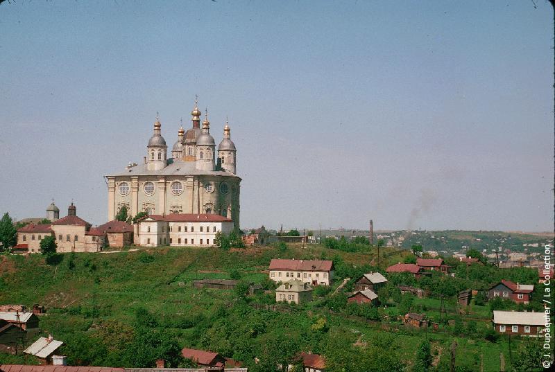 Photographie (résolution écran) : Fonds photographique Jacques Dupâquier — Voyage en URSS en 1964 — Sur la route de Moscou-Minsk Smolensk Borodino : «Smolensk-Cathédrale de l'Assomption»
