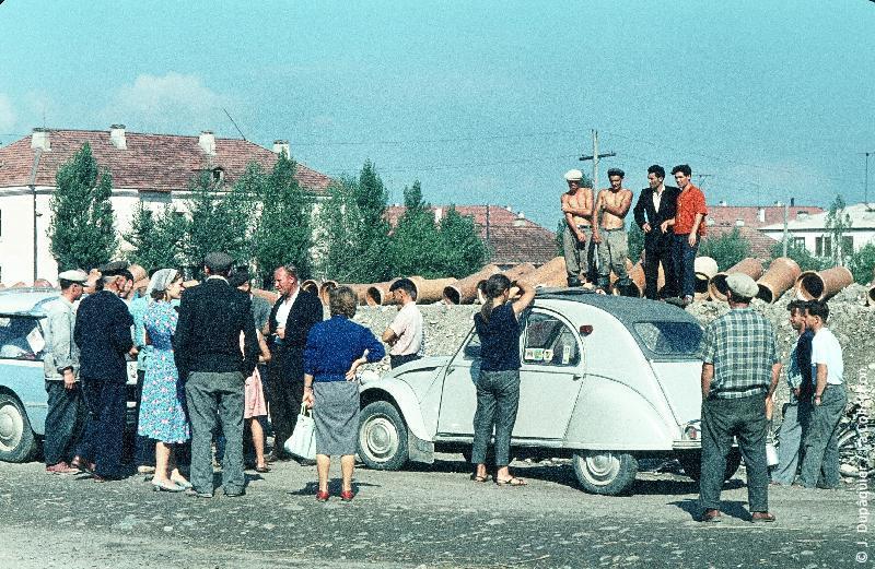 Photographie (résolution écran) : Fonds photographique Jacques Dupâquier — Voyage en URSS en 1964 — Caucase et Georgie : «A Tcherkessk»