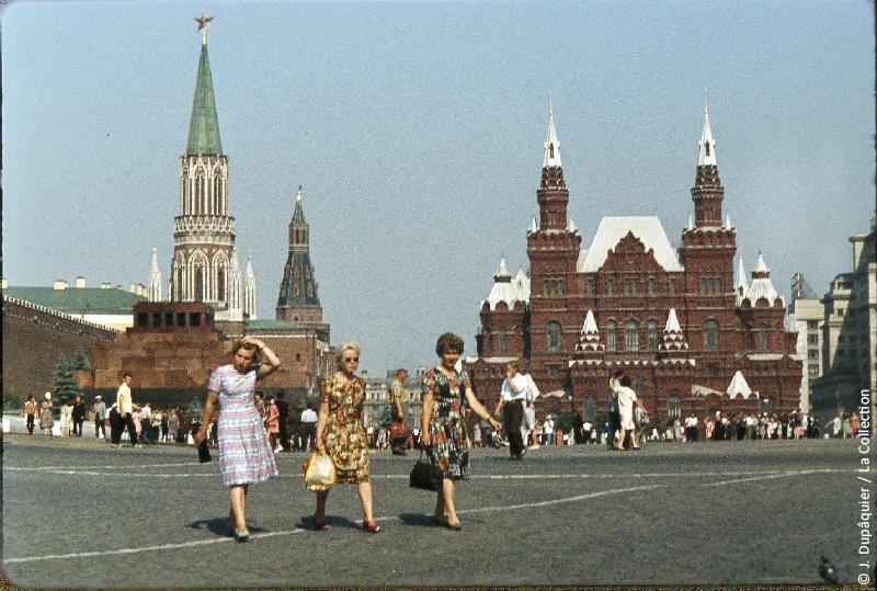 Photographie (résolution écran) : Fonds photographique Jacques Dupâquier — Voyage en URSS en 1964 — Moscou : «Moscou-Sur la Place Rouge»